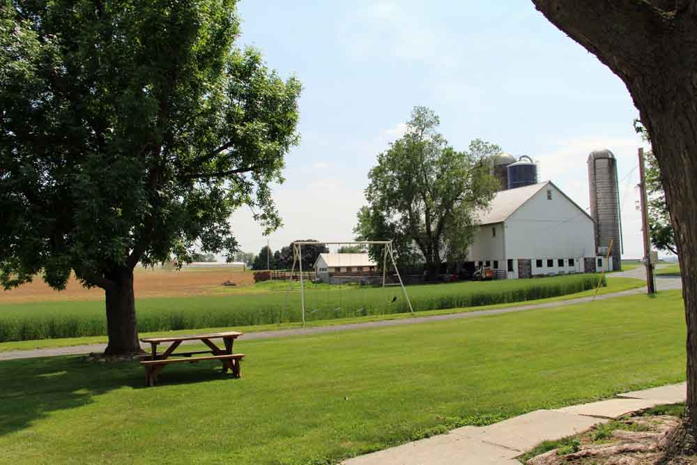 Lancaster County PA Farm Bed and Breakfast