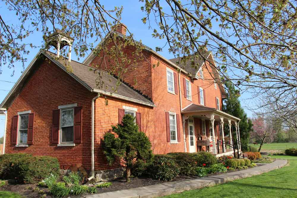 Farm Bed and Breakfast in Gordonville PA
